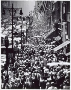 andreas-feininger-lunch-rush-on-fifth-avenue-new-york-c-1950-painting-artwork-print