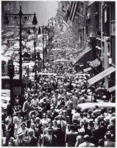 andreas-feininger-lunch-rush-on-fifth-avenue-new-york-c-1950-painting-artwork-print